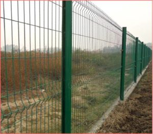 Green powder coated fencing, as proposed by Network Rail for Moray Place